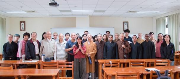 講座結束後,學生與老師大合照